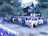 萬福寺の広い境内で月見の茶会も 開かれていた。