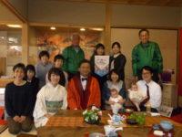 佐賀県山口祥義知事と来館者・スタッフで記念撮影